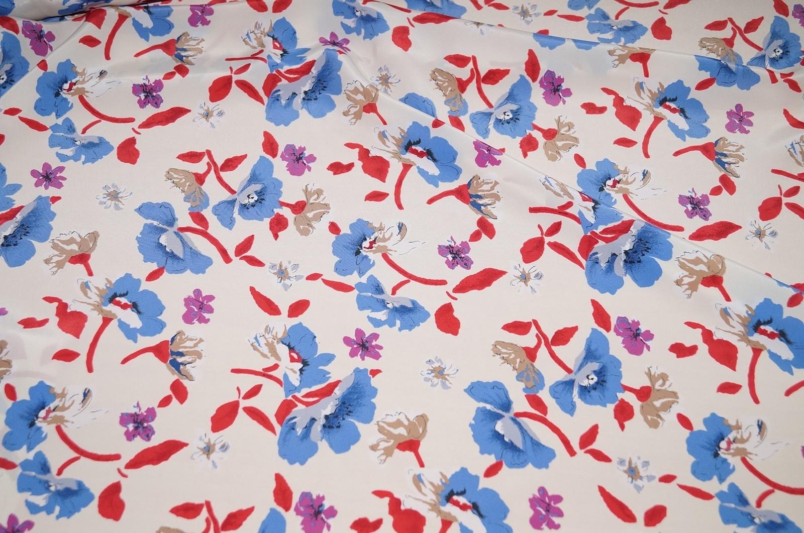 stoffe g nstig online kaufen kleiderstoff weiss blumen blau. Black Bedroom Furniture Sets. Home Design Ideas